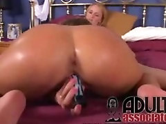 Lesbian Pussy Licking and dildoing