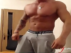Thick gay musclehunk jerks off on webcam from JockMenLive