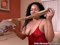 Latina milf Sharon gets highly aroused in new nylon pantyhose
