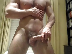 Beautiful Muscle-Stud Puttin on a Cam Show