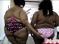 BBWS FLASHING AT PUBLIC POOL