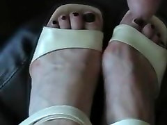 German mature cum on her feet