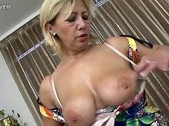 Mature beauty ma masturbate alone