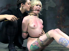 Tattooed blonde chick restrained in tormented in gai nhat lam tinh clip