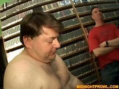 Sassy chick Kelly Walls guzzles disgusting cock than belongs to fat dude