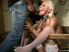 Mature blonde hooker gets her ass hole fingered in kinky ude volleyball porn clip