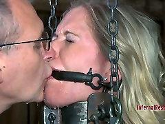 Horny gadis telpon slave Dia Zerva gets fixed in the dirty cellar