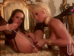 Lesbie friends Alektra Blue and Tanya James eat and dildofuck each other