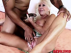 Sexy granny Mandy McGraw gets banged by horny black stud
