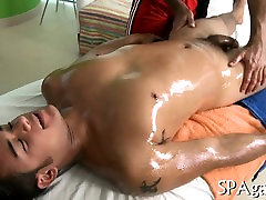 Hunk receives a unfathomable anal drilling from gay masseur