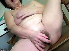 Old lesbian mature masturbate her pussy with sextoy