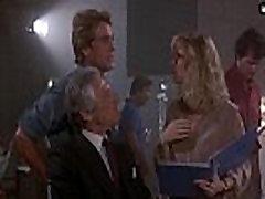 שרון סטון - מראה לה פרקי העשרה ציצים, עירום הבדל מהותי 1984