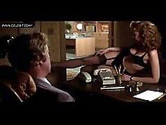 ננסי אלן - ביג ציצים בחדר הלבשה תחתונה, ערומה במקלחת, טופלס - לבוש להרוג 1980