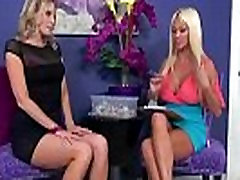 Horny Mature Lesbians Have Amazing Sex On Camera vid-09