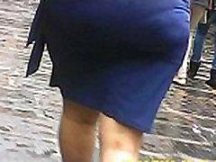 bbw do&ntildea madura culona caminando en falda