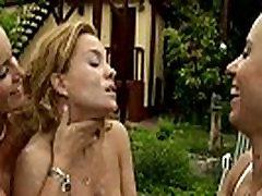 interactive lesbian outdoor su prrimer eyaculacion game on Lifeselector