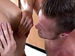 Athelic bottom gets a rimjob from hunky stud during massage