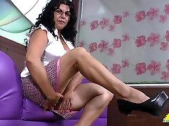 LatinChili mature latina Lucia playing