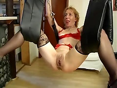 Submissive german tub get pussy clamps before fisting