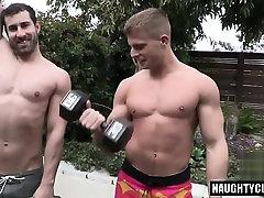 Big dick bodybuilder anal sex with cumshot