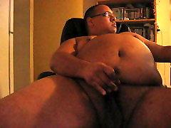 Latino Chubby Bear jerking off