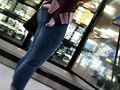 PLUMP TEEN IN JEANS SHOPPING WITH MOM