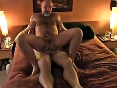 Hairy bear fuck 31102015