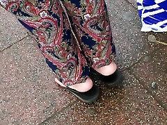 hot mature feet playin with her flats