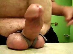Atado grandes bolas de poco dura erección gruesa jugar