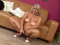 Sexy Czech mother with very hungry vagina