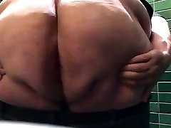 Fat ass shaking bbw cuckold