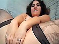 Megane vena masturbe her big ass
