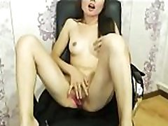 Horny Korean amateur naked playing pussy on webcam - watchfreewebcam.com