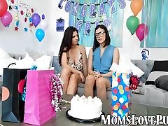 Mature shows teen some lesbian moves