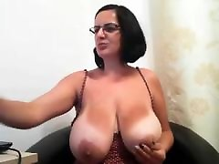 milf with big ass tits on cam