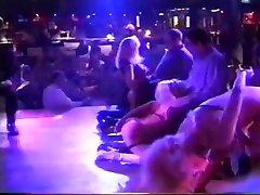 ponad 90 brytyjskich ekskluzywnych modeli stole i na kolanach taniec
