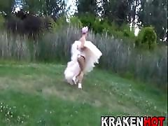 Bride on the run shows us her body in a girl and sleeping boy casting