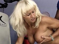 Hot mature slut goes crazy getting her part2