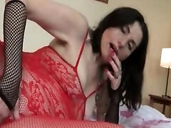 Dirty mature slut gets horny taking part6