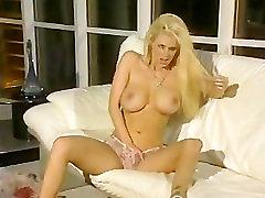 Jenna Jameson -striptease on couch