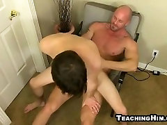 First timer hunk is fucked by a sexy tattooed stud