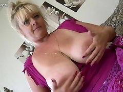 Jessika Mature, striptease