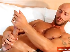 French hunk guy serviced: get wanked his huge cock by a guy !