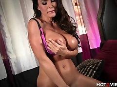 Lisa Ann Orgasms in a BIG Way
