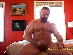 Hot muscle bear Rik Kappus