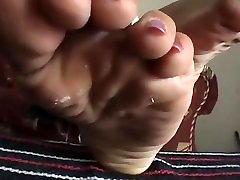 Asian Girl - Wide & Long Toe