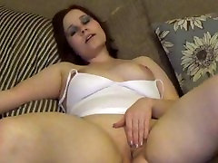 Sexy Anabelle playing with her pussy till she squirts!