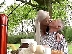 Skinny rich old man fucks his busty blonde girlfriend in the garden
