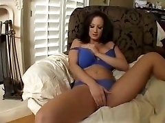 Mature Babe Masturbating to Orgam