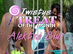 Alektra Blue Dildos Her Pussy By The Pool